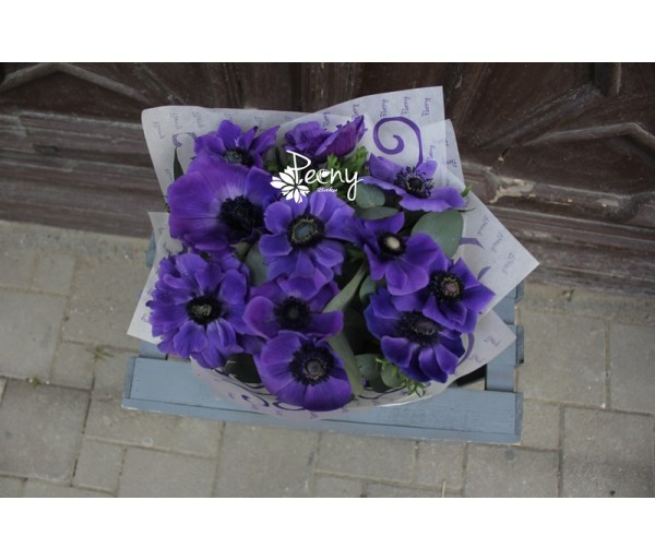 11 blue anemone bouquet