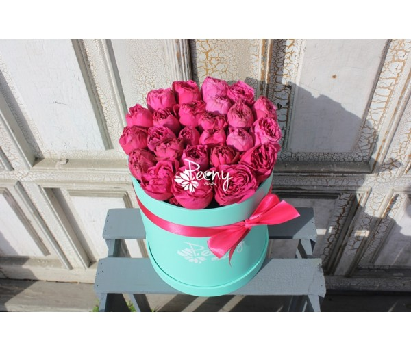 25 hot pink tiffany box