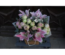 Lilium and 15 lace bouquet